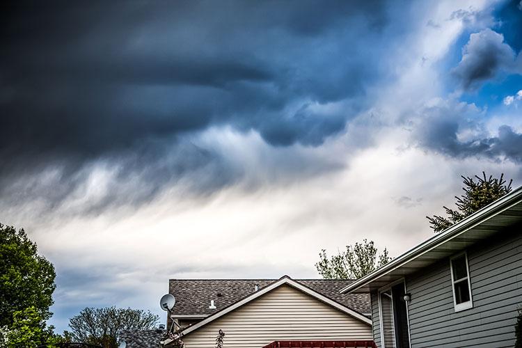 Sturmschäden im Herbst: So können Hausbesitzer Ihr Eigentum schützen