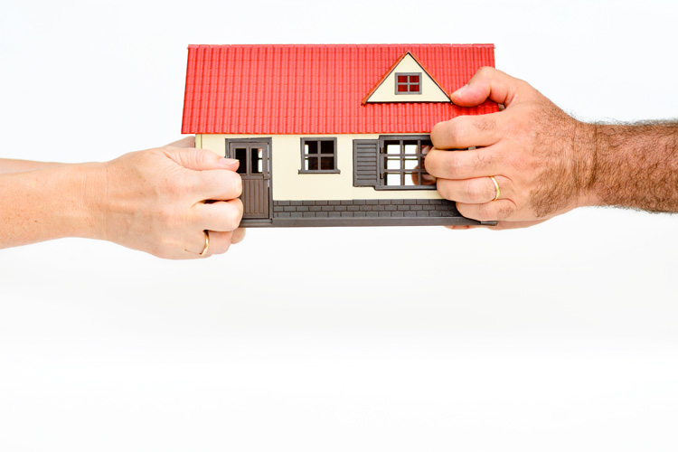 Was passiert nach einer Scheidung mit der gemeinsamen Immobilie?
