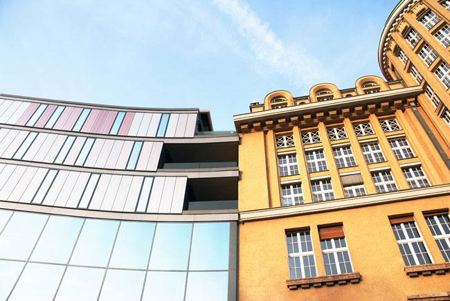 Altbaucharme oder Neubauchic? Welche Besonderheiten es beim Wohnungskauf zu beachten gilt