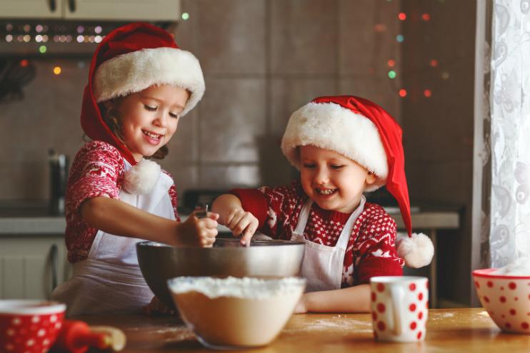 In der Weihnachtsbäckerei: So gelingt das Backen mit den Kleinsten